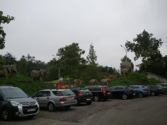 Olifant standbeelden aan de ingang van Plankendael